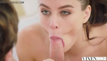 Slit licking and vehement lesbian giving a kiss